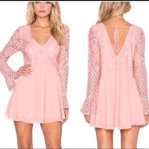 Tularosa Skylar V-neck Lace Dress (Peach)